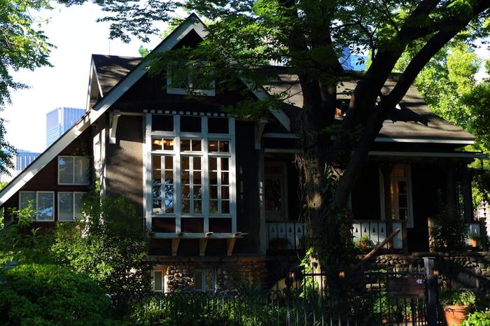 東京に残る数少ない明治期の近代洋風建築の一つとして、1990年3月22日に東京都の有形文化財に指定されています。