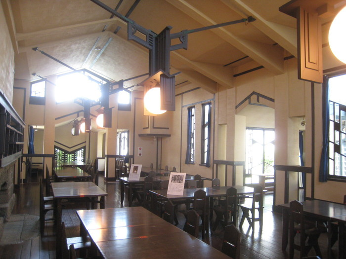 デザインが素晴らしい披露宴会場は、学校の食堂として利用されていた部屋です。