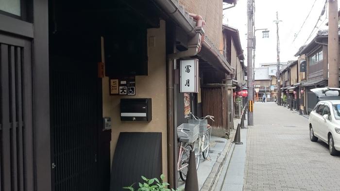 お稽古帰りの舞妓さんが訪れることで有名なカフェです。 古い町屋のカフェで、美味しい和スイーツが楽しめます。