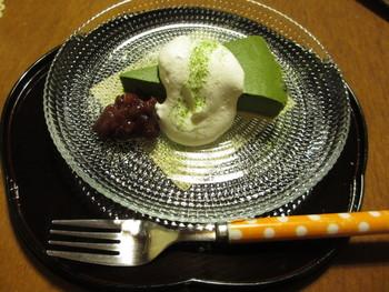 このお豆腐の抹茶チーズケーキは大人気です。 リーズナブルに祇園が楽しめますよ。