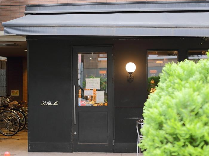 """今出川本店は赤い壁なので通称""""赤メック""""、こちらは""""黒メック""""と地元ファンは呼んでいます。"""