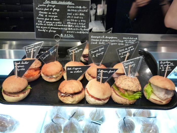 店を構える烏丸通りは京都のビジネス街。 そのためか、バーガー系商品が多めのラインナップです。