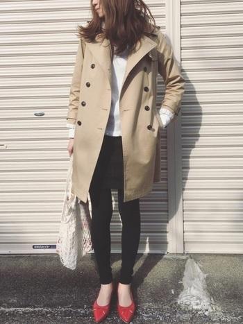 かっちりめのコートとパンプスに合わせても決まるのがFILT社のネットバックの凄いところですね。