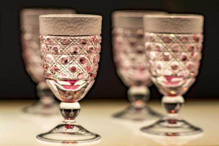 江戸切子や江戸硝子、東京七宝、江戸漆器、江戸鼈甲などなど、40品目も伝統工芸として指定されているんです。 【画像は江戸硝子のグラス】