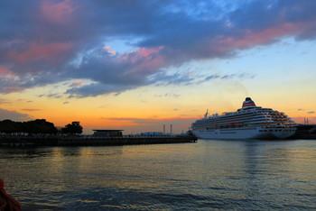 """夕方からは、また昼間とは違った雰囲気を魅せる""""横浜の海""""があなたを待っています。"""