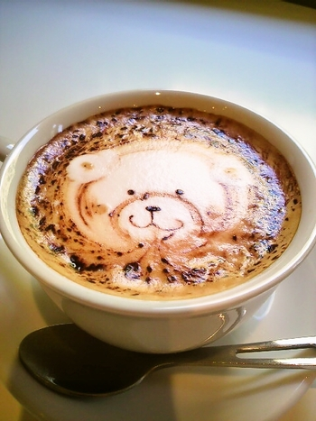 HAMACAFEに来たら、絶対注文したいカプチーノアート♡かわいい~♡クマさんの笑みに癒されますね。