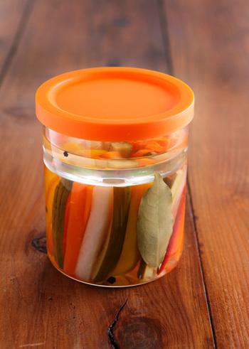 急な来客等にも重宝する野菜のピクルスは、漬け込むだけなのでとっても簡単。サラダや肉料理の付け合わせや彩りにしても◎。