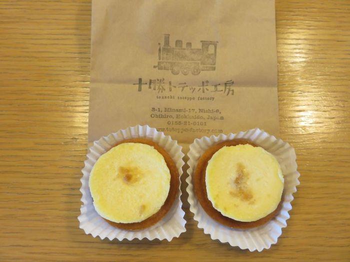 北海道産のナチュラルチーズにこだわったナチュラルチーズケーキは、とっても濃厚!食べやすい一口サイズです。