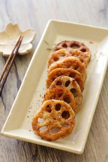 煮物やきんぴらが多いれんこんですが、こんなアレンジレシピはいかが? コクのあるバター醤油風味で大人も子どもパクパク♪片栗粉のカリカリ感もたまりません。