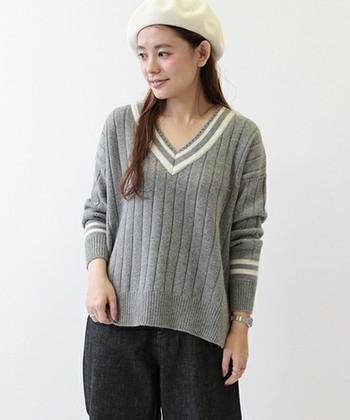 チルデンとは襟や袖口にラインが入ったセーターのこと。クリケット・セーターとも呼ばれています♪ちょっとレトロな感じがとっても可愛らしいですよね♪今年の冬は、このチルデンニットを着こなしてみませんか?