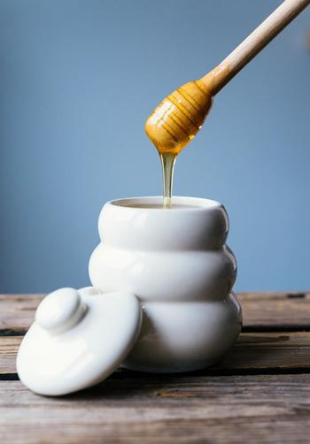 クセが無いというか、あまり味が無いので蜂蜜を入れても♪ ミントやレモンバーム、オレンジピールなどとも相性が良いのでブレンドしても楽しめます。