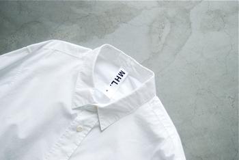 """1枚のシャツの物語から始まった、イギリスを代表するブランド""""MARGARET HOWELL(マーガレット・ハウエル)""""。 機能性を追求した着心地の良い服は、袖を通した瞬間から、自分の肌に馴染むような感覚が一度着たら病みつきになるほど。 近年は、シンプル&ベーシックな洋服のみならずデザイナー自身の素敵なライフスタイルも注目を集めています。"""