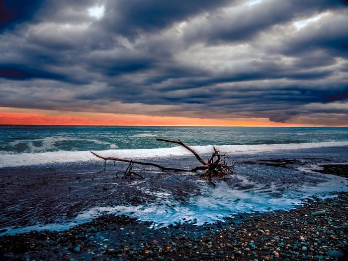 日の出の後の翡翠海岸。