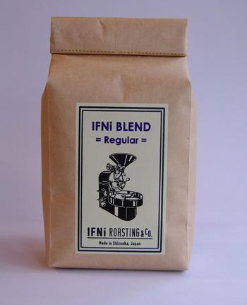 厳選されたオーガニック豆を自家焙煎しているので、袋を開けるとコーヒーの甘い香りがフワッと香ります♪ 自宅でもIFNi coffeeの味が楽しめるとあって、取り寄せる人がたくさんいます。