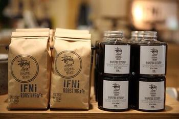 2013年のSTUSSY Livin' GENERAL STOREの期間限定ショップでは、マスターがオリジナルブレンドの紹介を行ったり、コーヒーシロップのテイスティング販売会が行われました。