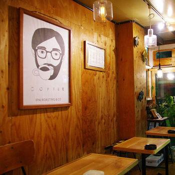 そんな名店IFNi coffeeには、当然のごとくファンが沢山! 有名ブランドやアーティストからラブコールが相次いでいます。