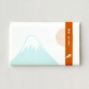 富士山の模様がうっすらと描かれたシンプルなデザイン。おめでたい日に使いたいですね。