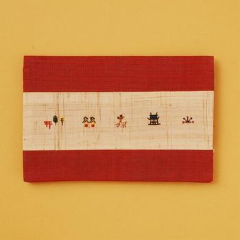 こちらはほっこりと心が和む「奈良絵」が刺繍された懐紙ケースです。