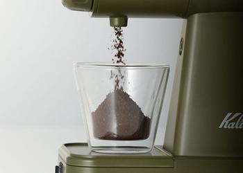 コーヒー豆を買うなら、豆を挽くコーヒーグラインダーも必要ですよね。 こちらのグラインダーなら、電動なので簡単に粉末状に出来て◎