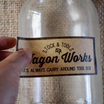 セリアの《ラベルシート》に好きなデザインをコピーします。こちらは瓶のポイントとして、ラベルシールを貼ります。