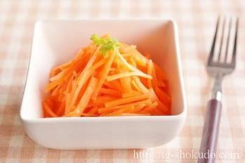 ベースとなる基本のキャロットラペレシピをご紹介。 基本を覚えてしまえば、あとは簡単にいろいろなアレンジが楽しめますよ♪