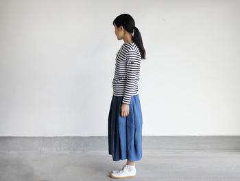 ふんわりリネンのフレアカートとボーダーのシンプルなスカートスタイルです。