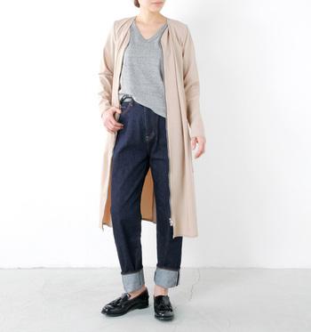 いつものコーディネートも、足元をローファーにすることできちんとした印象になります。スカートにもパンツにも合わせられます。お気に入りの一足で、秋ファッションを楽しんでください。