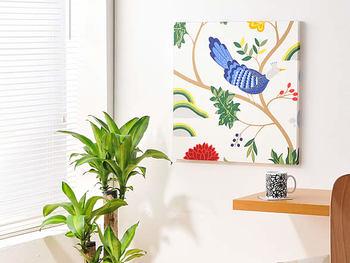 お気に入りの柄を見つけたら、ファブリックパネルにしてアーティスティックに飾っても素敵。  【デザイン】BIRDLAND バードランド/boras cotton ボラスコットン