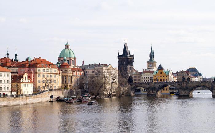 ヴァルタヴァ川沿いに広がるチェコの首都プラハは、ヨーロッパ屈指の美しさを誇る街です。