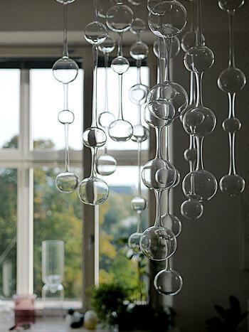 iittalaの食器「Teema」を手掛けたことで有名なデザイナー、カイ・フランクの1954年の作品。ガラスとガラスが触れ合うと、凛と透き通る音が鳴り、それがアテネの教会の鐘のよう。ギリシャを愛する彼の想いが詰まったオブジェです。