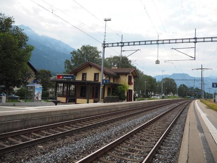 マイエンフェルトへは、チューリッヒから直通の電車が乗り入れており、約1時間程度で到着することができます。