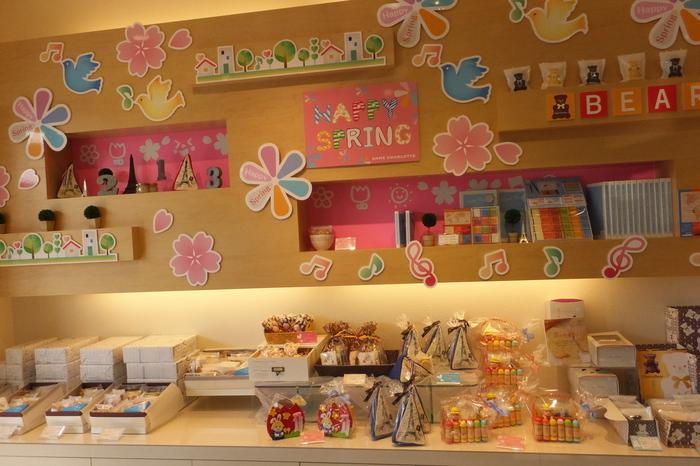 季節ごとに違った焼き菓子ギフトが楽しめます♪「生成ロール」というロールケーキも有名!