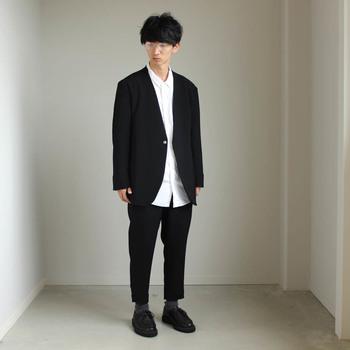 """ブランドコンセプトは""""造形やイメージに頼らず、思考とプロセスを大切にした洋服を作り出すこと""""。美術大学で建築を専攻したデザイナーの作る服は、見た目はもちろん、着心地を大切にした独自のパターンで作られています。"""