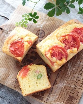 甘いパウンドケーキだけではなく、塩味のケークサレにもオリーブオイルは相性抜群。ローズマリーなど香りのよいハーブも合いますよ。