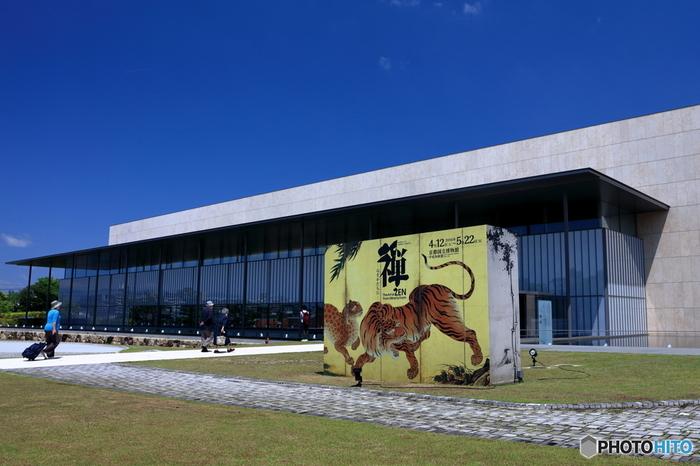 五年の歳月を経て完成し、2014年9月にオープンした平常展示館「平成知新館」。館蔵品・寄託品の中から様々な分野の美術品や文化財を展示しています。