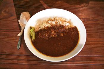 「玄米とひよこ豆のカレー」は、スパイシーでコクのある味わい。なんと近隣にある浄智寺の住職・朝比奈恵温さんのレシピを参考に作られており、別名・恵温カレーとも呼ばれているんだそうです。