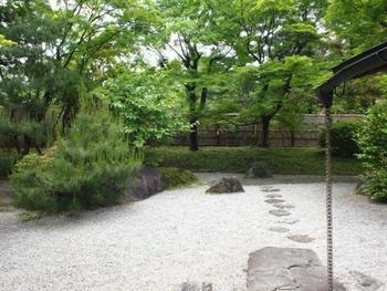 貸し切り以外の時は、茶室の庭までなら自由に見学することが出来ます。(※当日鑑賞券等が必要)
