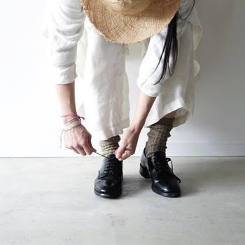 いかがだったでしょうか?いつものコーディネートもマニッシュなレースアップシューズや、エナメルのバレエシューズなど、しっかりとしたつくりの黒い靴を合わせることで、カジュアルダウンしすぎず、きっちりとした印象のコーディネートを作ることが出来ますよ。一足持っているとコーディネートの幅も広がるので、この機会にお気に入りの一足を是非見つけてみてくださいね。