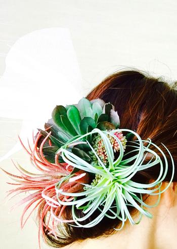 髪に飾るとこんな素敵な感じに。カジュアルなウエディングパーティや二次会などにおすすめです。