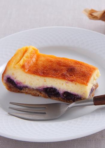 今回ご紹介した二層チーズケーキのレシピ以外にも、二種類の味や食感を楽しめる組み合わせは無限に広がっています。是非お気に入りの組み合わせを見つけてみてくださいね!
