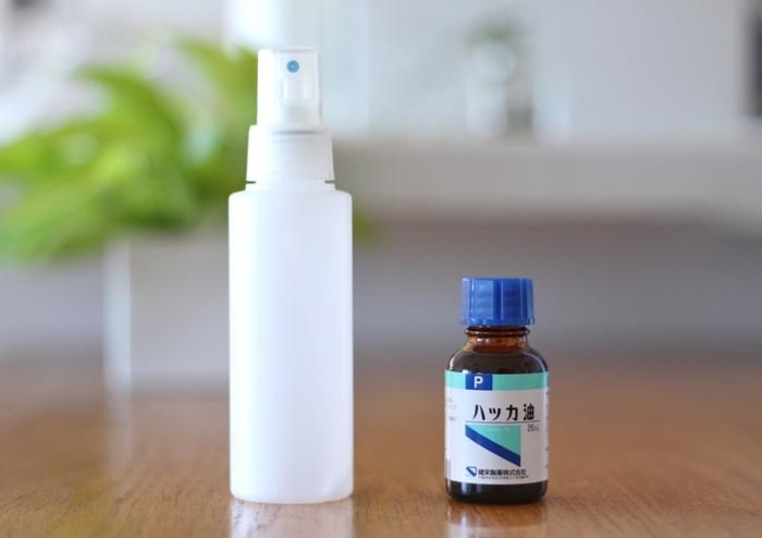 ハッカを使えば、安心安全な虫除けスプレーにも早がわり!爽やかな香りとしてのルームスプレーの役割に虫除け効果をプラスしたお役立ちアイテムです。