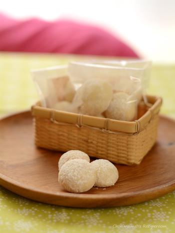 簡単だけどおしゃれな雰囲気に仕上がる白いクッキー。手みやげやプレゼントにもおすすめです。