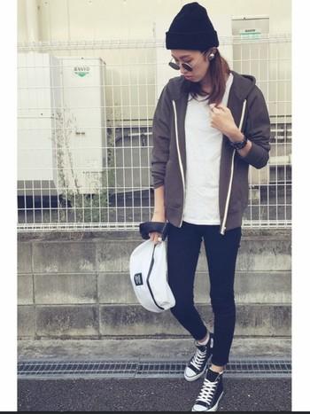 ショルダータイプのバッグは、軽量で収納力も高いので街歩きにぴったり。バイクや自転車に乗る人にもお勧めです。