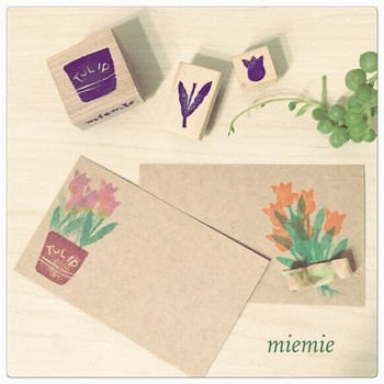 ハンコをポンポン押したら、マスキングテープのリボンをアクセントにペタリ♪春のお手紙にはやっぱりお花がGOOD!