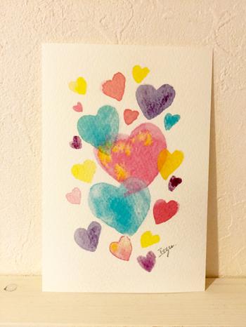 水彩画や絵を描くのが苦手という人でも、ハートなら簡単に描けるのではないでしょうか?カラフルなハートが愛と元気をくれそう…☆
