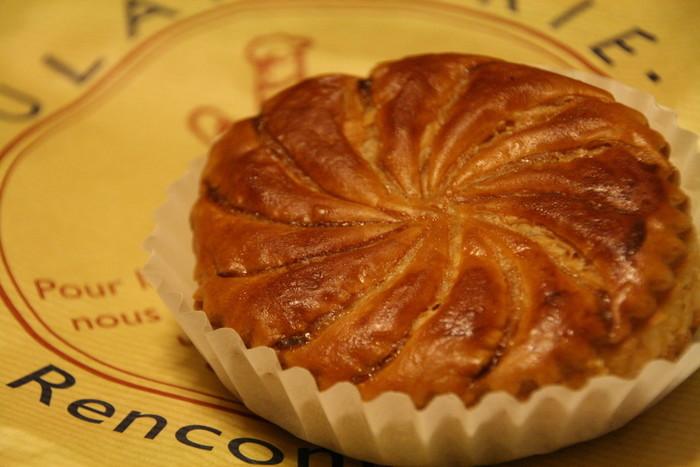こちらはミートパイ。パイ生地の美しさは洋菓子をつくるパティシェならではのワザかもしれませんね。パイ系ではアップルパイも。こちらも中のアップルがおいしいんです!