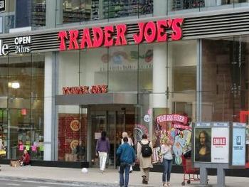 Trader Joe's(トレーダージョーズ)は、ロサンゼルスを中心としてアメリカ全土に店舗を構えるスーパーマーケット。