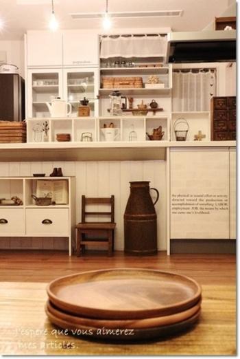 木目が温かみを演出し、なんだかほっこりする気持ちにさせてくれるアカシア食器。 家でもカフェ気分が味わえます。 陶磁器の食器とは異なる温かみや一つ一つ違うオンリーワンな木目が、人の心を捉えるのかもしれませんね。