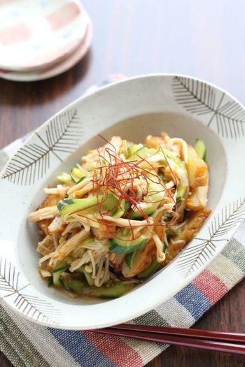 えのき茸やきゅうりなど、シャキシャキした食感の野菜とさつま揚げを和えるのもおすすめです。ラー油でピリ辛に仕上げていますが、辛い味が苦手な場合はお好みで調整して下さいね。