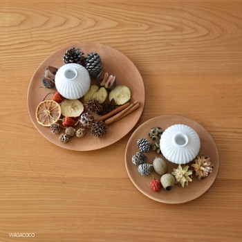 料理を盛り付けるだけでなく、インテリアに活かすのも素敵!例えば、小さなオブジェや雑貨をまとめてディスプレイに使うと、おしゃれな雰囲気になります。